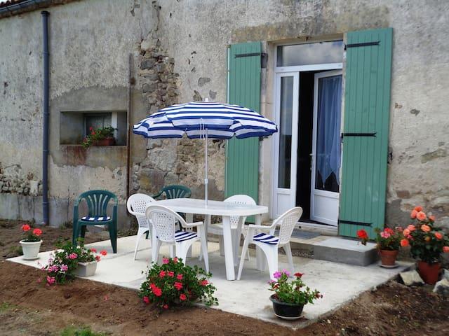 GÎTE ' LES COQUELICOTS' - La Genétouze - Natur-Lodge