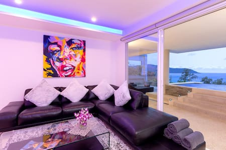 seaview modern pool penthouse 5 min walk to beach!