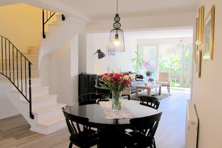 Cozy house with a charming garden - ดูบรอฟนิก - บ้าน