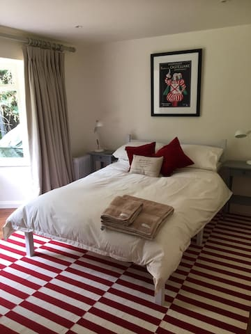 Large airy bedroom with view onto the garden.