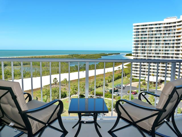 Breezy beachfront condo w/ unmatched views & heated pool