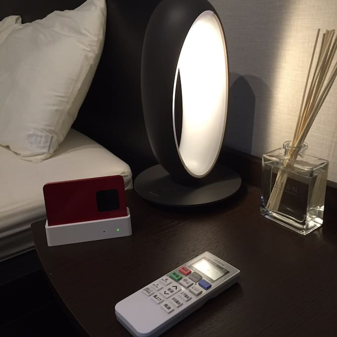 A bedside lamp for sleep. (You can change the brightness.)