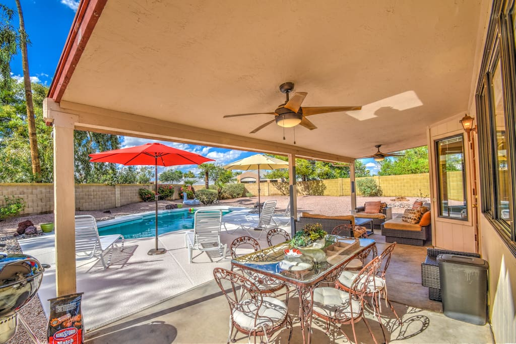 Private Entertaining Patio & Back Yard