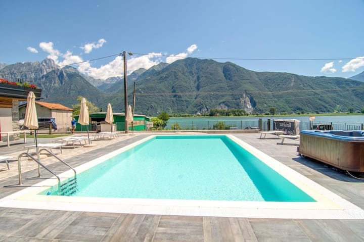 Holiday residence Dascio Emotion on the edge of the largest nature reserve of Lombardy, Pian di Spagna, with pool, jacuzzi, children's playground