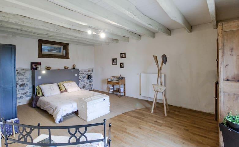 Jolie grande chambre à la campagne - Gévezé