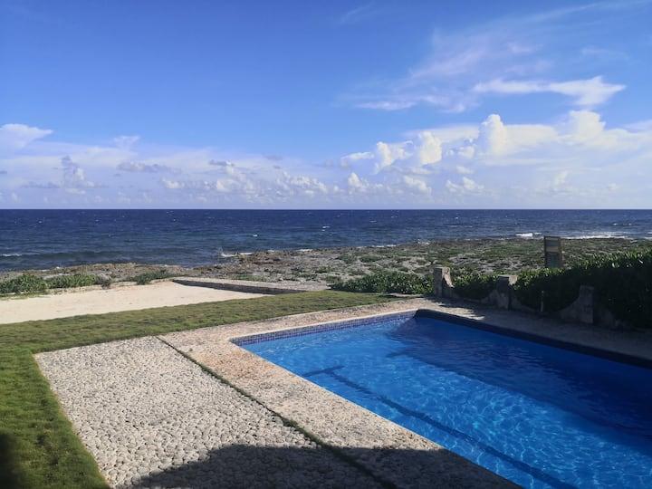 Paradise getaway - private ocean-front villa