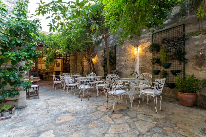 Beautiful stonehouse open fire & garden - Alaçatı  - Boutique-Hotel