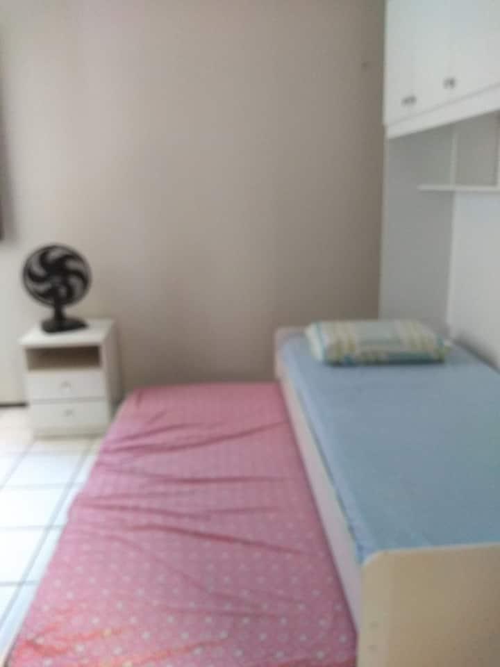 Aluga-se quarto privativo em Fortaleza.