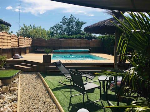 수영장과 정원이 있는 작은 마카오다이스 보금자리에서