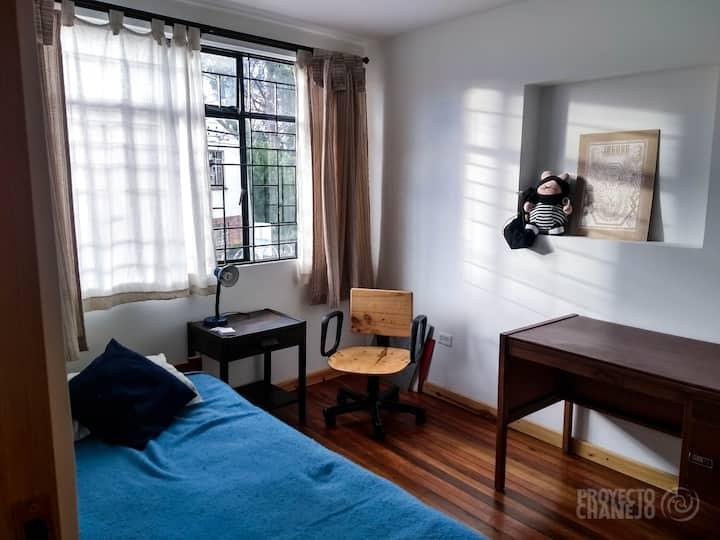 Habitación baño privado. Freelancers y creativos.