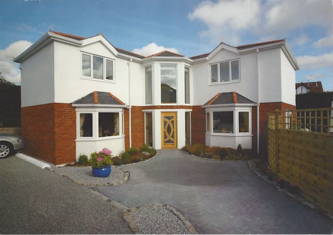 Large double bedroom with en-suite - Plymstock - Rumah