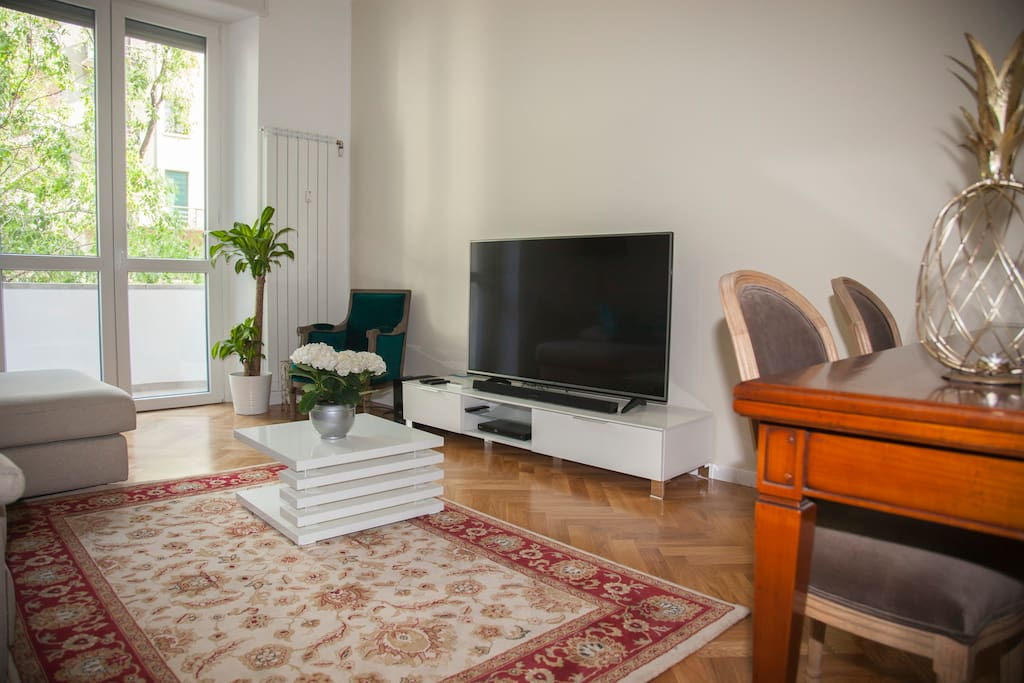 Soggiorno con Tv / Living Room with large TV