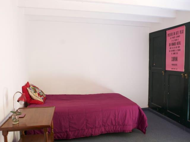 Dormitorio en una casa de muñecas