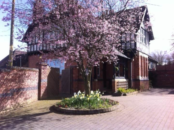 5 Bedroom Family home with play area. Sleeps 10
