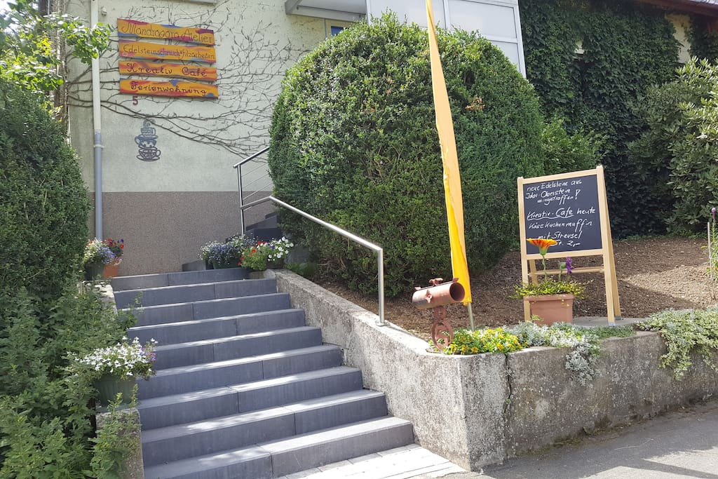 Eingang Ferienwohnung/Café