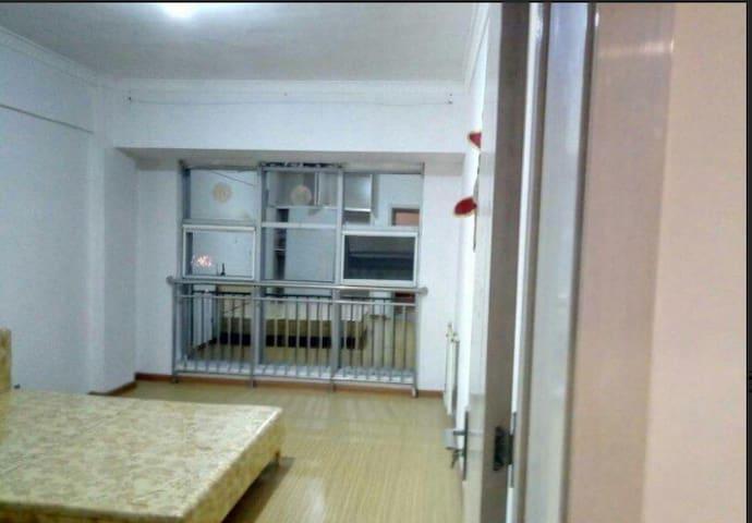 青花瓷 精装两室 家具家电齐全 精装修 拎包入住 - Rizhao Shi - Apartamento