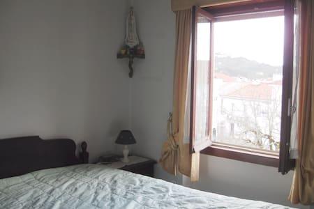 Great double Room - 10km from Fátima's Sanctuary! - Ourém - Apartamento
