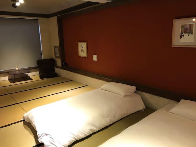 慢活木五。日式超大浴池。榻榻米風格,台南, 民宿 ,市中心,藍唒圖,國華街