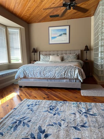 New tempurpedic king bed. Watch dolphins play while sipping your morning coffee or evening wine