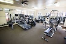 Gym / Gimnasio
