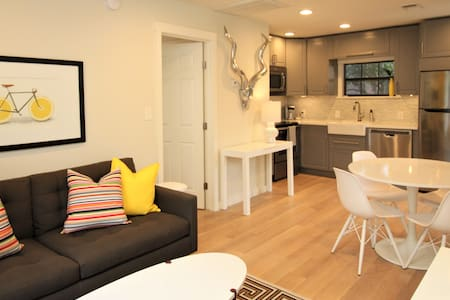 Work from Home! Staycation! 1bed/1bth PRIVATE APT