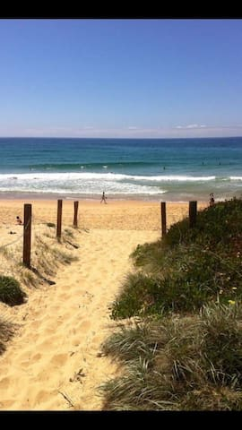 Opposite Bungan Beach Newport 4br House