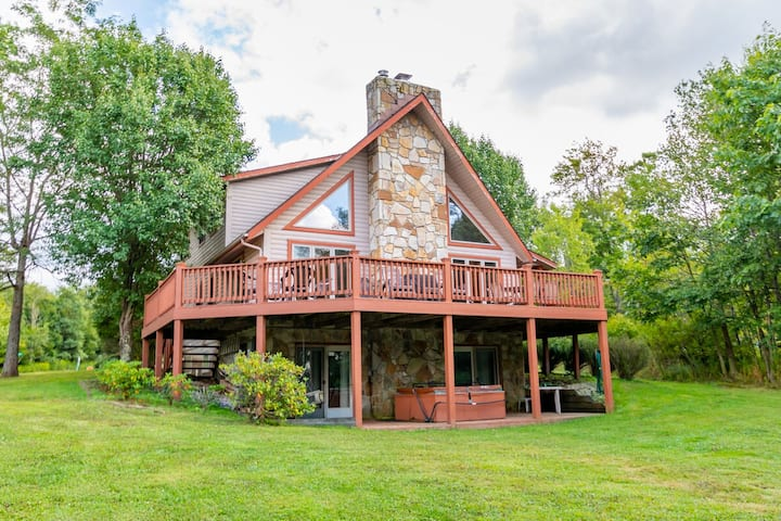 DOGS WELCOME! Lake Access Home w/Dock Slip, Hot Tub & Community Amenities!