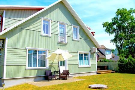 Cosy home w/ terrace near beach and city center