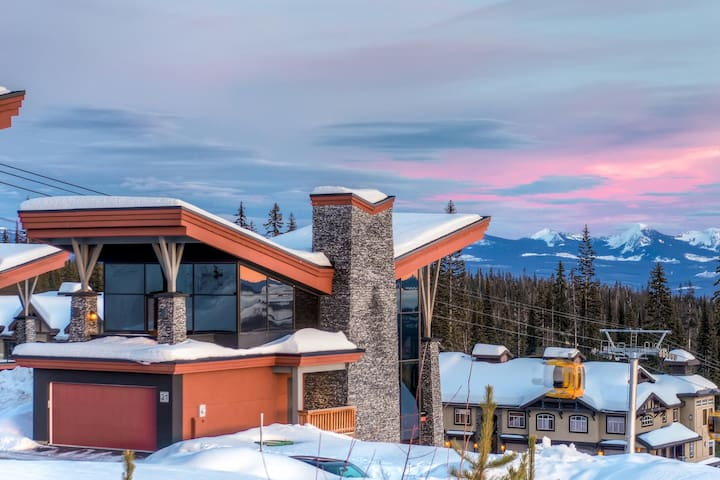 The Edge 21 is a Stunning and Innovative Ski Home in Big White - Edge 21