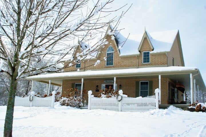 Four Seasons Farmhouse Inn~Spring Meadow Room