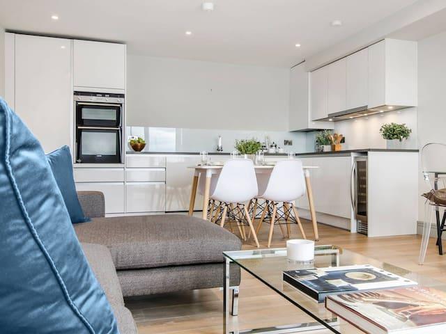Smart London Riverside Apartment