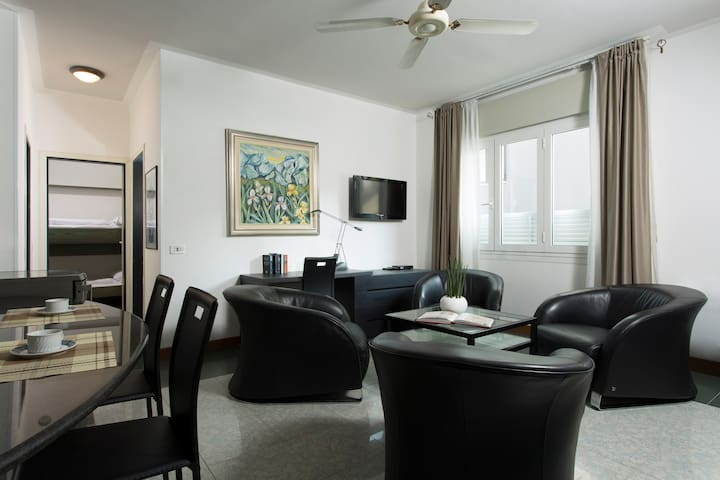 Three roomed apartment only 10 mt from the sea!