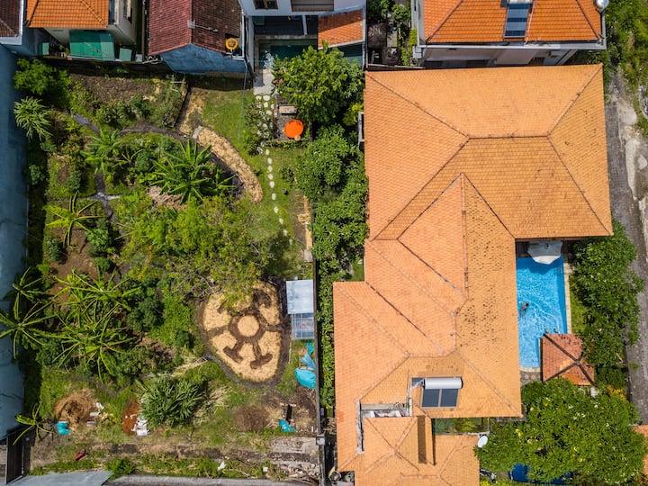 Eco-Lodge: garden view, roomy, cozy, quiet