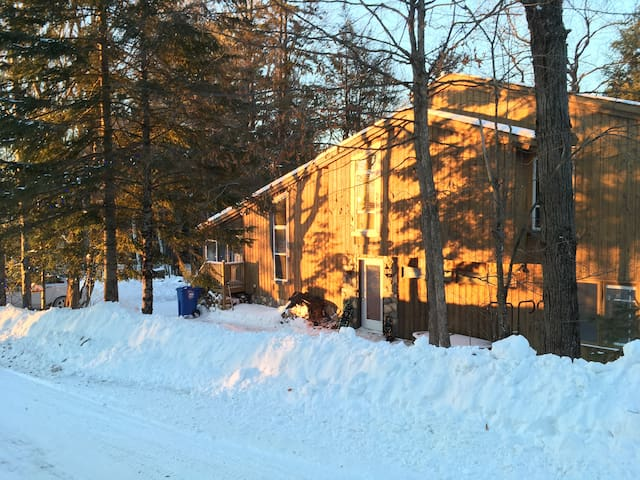 Chalet sleeps 12 at Ski Hill, Golf and Trails.