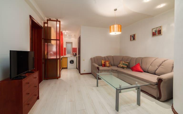Дерибасовская две спальни и студия, лучшая локация