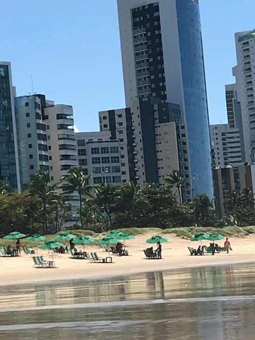 Vista do prédio pela praia