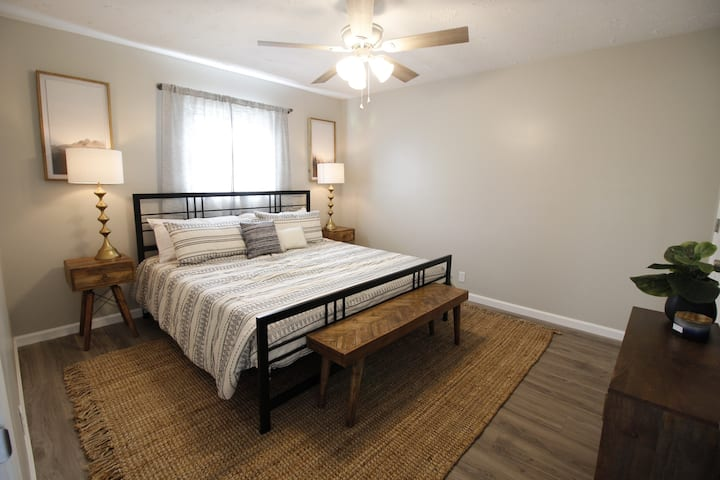 Dunbar home - Newly remodeled - next to Shawnee!