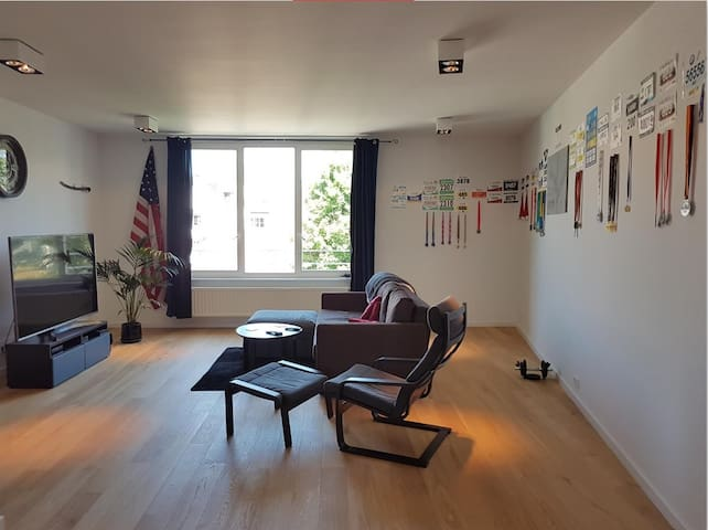 Large 2 bed/2bath, sunny and clean