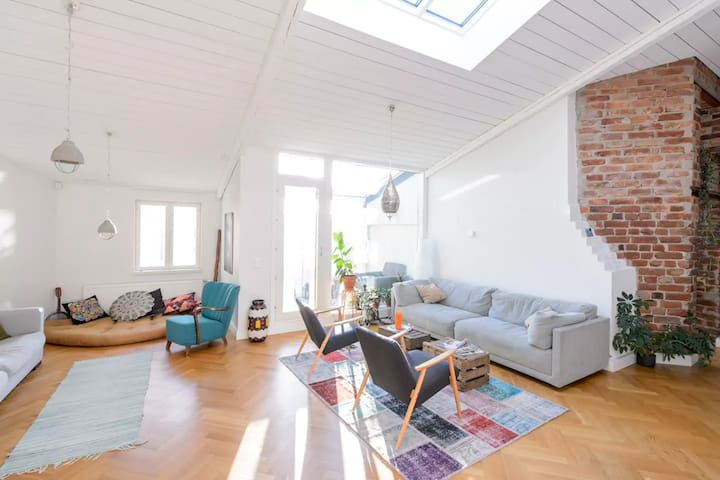 Room in a penthouse loft, great location - Helsinki