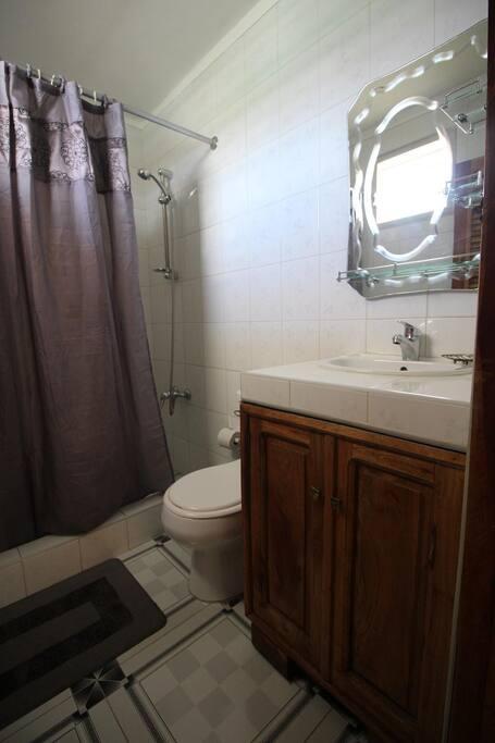 Baño Habitacion uno