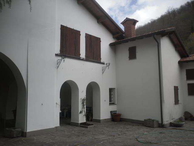 Gravagna Montale - appartamento in villa