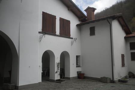 Casa indipendente con ampia aia a Gravagna