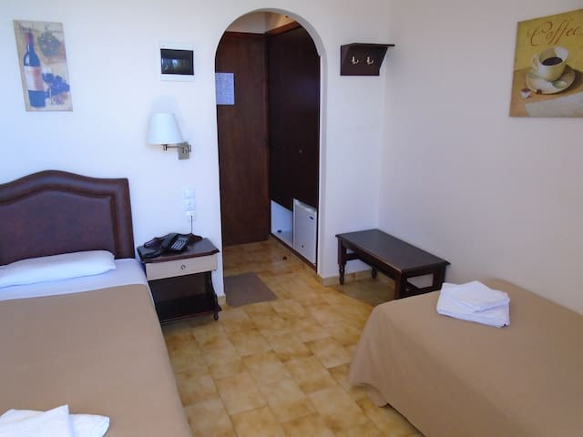 TWIN BED SEA VIEW 2ND FLOOR 24 - Malia - Bed & Breakfast