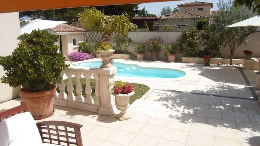 Airbnb Entraigues Sur La Sorgue Vacation Rentals Places To