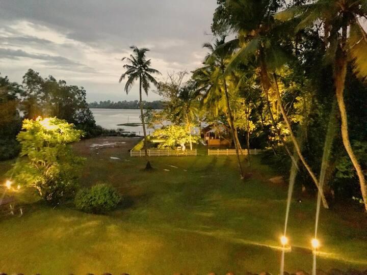 Cosy lakeside villa