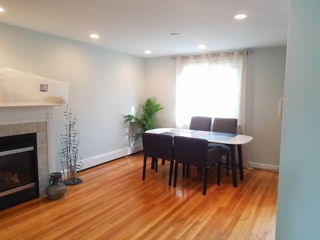 Sunny & Beautiful Private 3br Apt in Newton Corner - Newton - Συγκρότημα κατοικιών