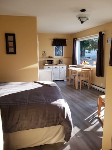 Mountain View Guest Suite - minutes to ski resort