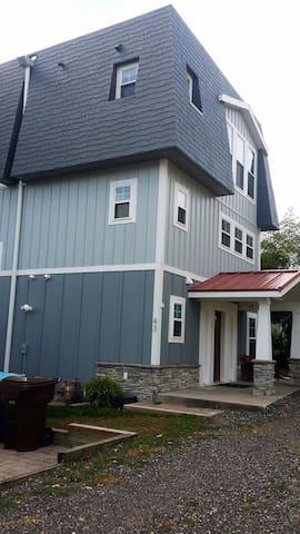 """South Haven North Shore Cottage """"Monroe Park"""" - เซาธ์ฮาเวน"""