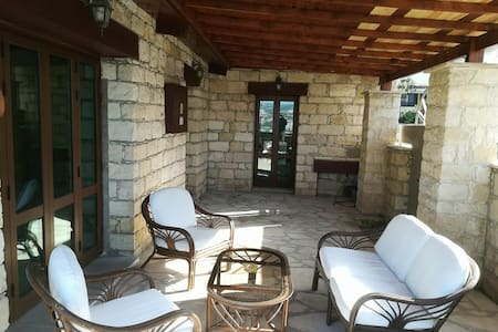 Luxurious Wood 'N' Stone house - Pissouri Centre