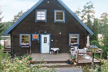 3 Bedrooms Home in Huddinge - Huddinge